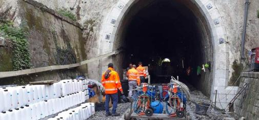 The tunnel was sealed with a curtain injection using the elastomeric hydro-structural resin MC-Injekt GL-95 TR.