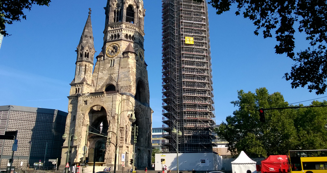 A sensitive, intricate approach was required in order to ensure the heritage-compatible restoration of the chapel and the façade of the Kaiser Wilhelm Memorial Church complex.